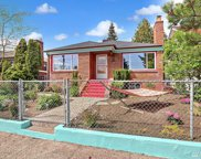 352 N 104th St, Seattle image