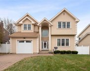 82 Willets  Drive, Syosset image