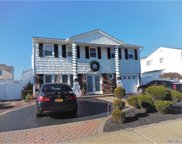 2938 Bayview Ave, Wantagh image