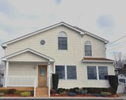 325 Manetto Hill Rd, Plainview image