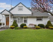 2100 Larch St, Wantagh image