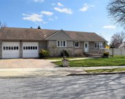3586 Hunt Rd, Wantagh image