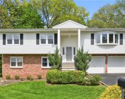 36 Wagon Wheel  Circle, Tarrytown image