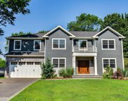 11 Sycamore  Drive, Roslyn image