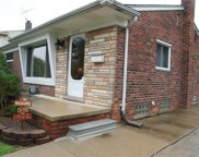 32035 WASHINGTON, Livonia image