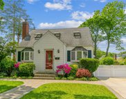 110 Cushing  Avenue, Williston Park image
