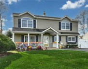 14 Hickory  Ln, Levittown image