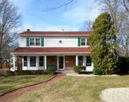 18 Meadow  Ln, Glen Head image