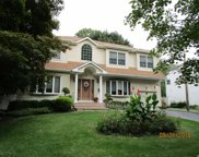 81 Marie Cres, Commack image