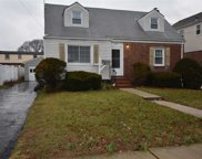 2134 Maple St, Wantagh image