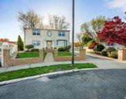 7 Valley Court, Hicksville image