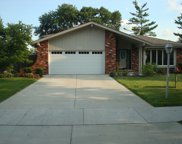 16W751 89Th Place, Willowbrook image
