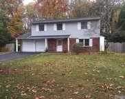 44 Butterfield Dr, Greenlawn image