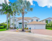 1702 Victoria Pointe Cir, Weston image