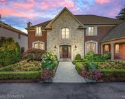 15800 Lakeview Crt, Grosse Pointe Park image