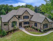 8 Robindale  Drive, Ladue image