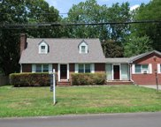 21 Maple  Rd, Greenlawn image