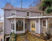 8 Old Wood Rd, Edgewater image