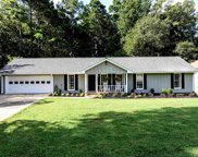 410 Knoll Woods Drive, Roswell image