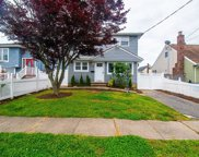 29 Hollywood  Avenue, Lindenhurst image