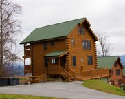 3131 Lakeview Lodge Dr, Sevierville image