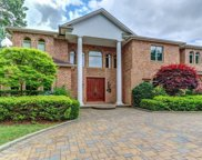 22 Schoolhouse  Lane, Roslyn Heights image