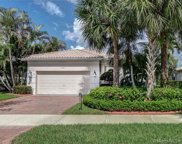 2561 Bay Pointe Dr, Weston image