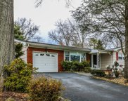8 HIGHPOINT DR, Edison Twp. image