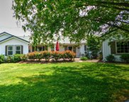 220 Rock House Hollow Pvt Ct, Bethpage image