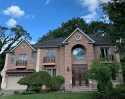 13 Dale Carnegie  Court, Great Neck image