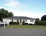 9 Meadow  Court, Manorville image