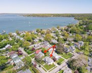 32 Florence  Avenue, Oyster Bay image