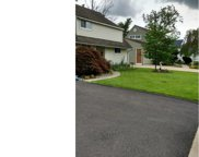122 Wildflower Road, Levittown image