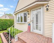42 Waterview Pl, Lynbrook image