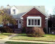 66 Irving Ln, New Hyde Park image