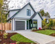 924 Monterey  Ave, Oak Bay image