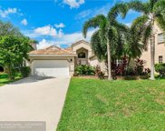 565 Cambridge Dr, Weston image