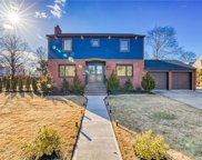 100 Tanners Pond  Road, Garden City image