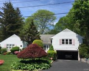 7 Kent Road, Scarsdale image
