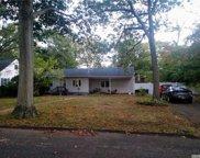 40 Oakdale  Avenue, Selden image
