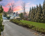14 Valley  Road, Manhasset image