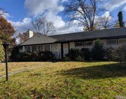 2 Crescent Ln, Roslyn Heights image