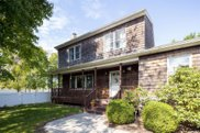 596 Middle  Road, Riverhead image
