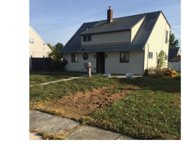 10 Greenbriar Road, Levittown image