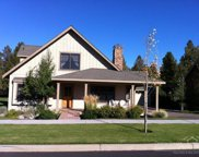 696 South Cottonwood, Sisters image