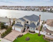 2692 Riverside Dr, Wantagh image