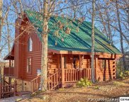 2936 Valley Springs Way, Sevierville image