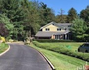 9 Townsend Dr, Syosset image