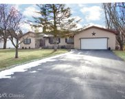 9643 Daleview Dr, South Lyon image