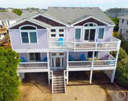 12 Thirteenth Avenue, Southern Shores image